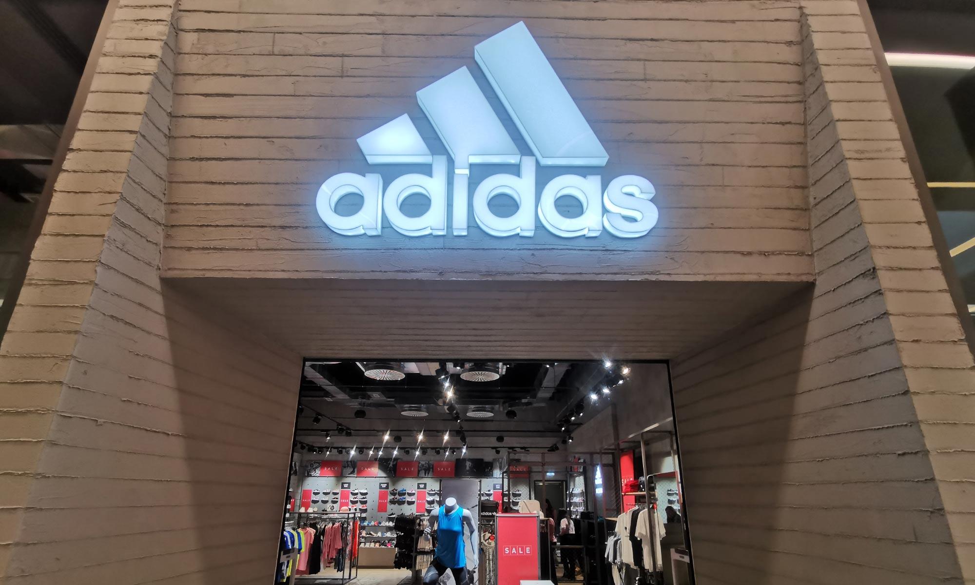 https://www.atelierzoz.com/wp-content/uploads/2020/03/works_atelierzoz_adidas-nicosia-1.jpg