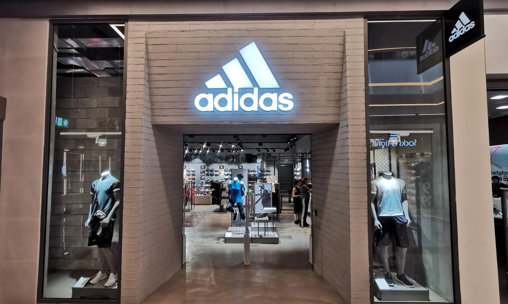 https://www.atelierzoz.com/wp-content/uploads/2020/03/works_atelierzoz_adidas-nicosia-2.jpg