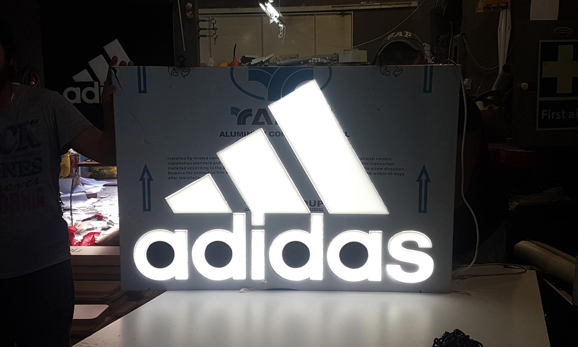 https://www.atelierzoz.com/wp-content/uploads/2020/03/works_atelierzoz_adidas-nicosia-7.jpg