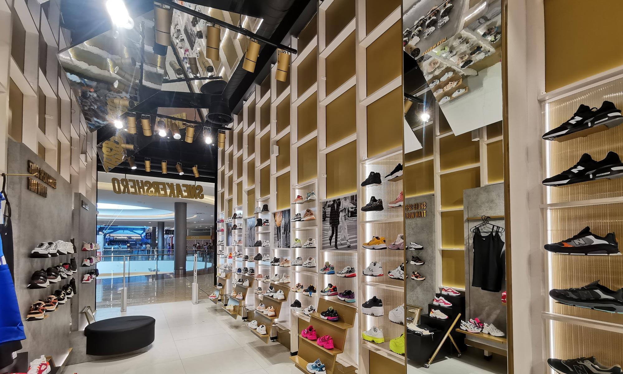 https://www.atelierzoz.com/wp-content/uploads/2020/03/works_atelierzoz_sneakershero-nicosia-1.jpg