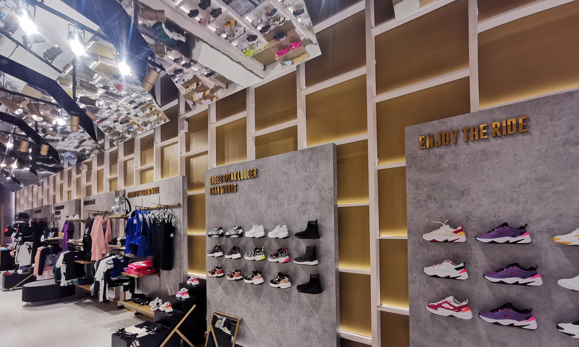 https://www.atelierzoz.com/wp-content/uploads/2020/03/works_atelierzoz_sneakershero-nicosia-4.jpg