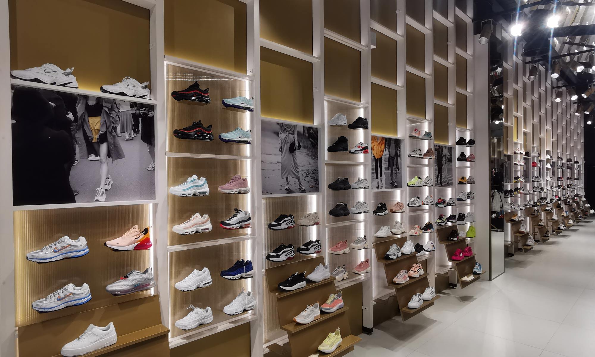 https://www.atelierzoz.com/wp-content/uploads/2020/03/works_atelierzoz_sneakershero-nicosia-6.jpg