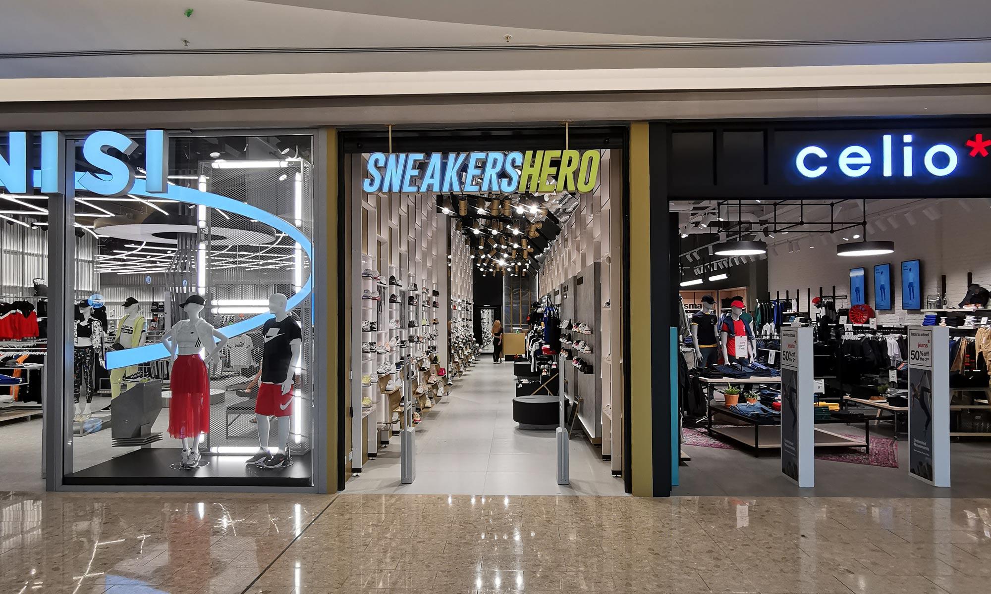 https://www.atelierzoz.com/wp-content/uploads/2020/03/works_atelierzoz_sneakershero-nicosia-7.jpg