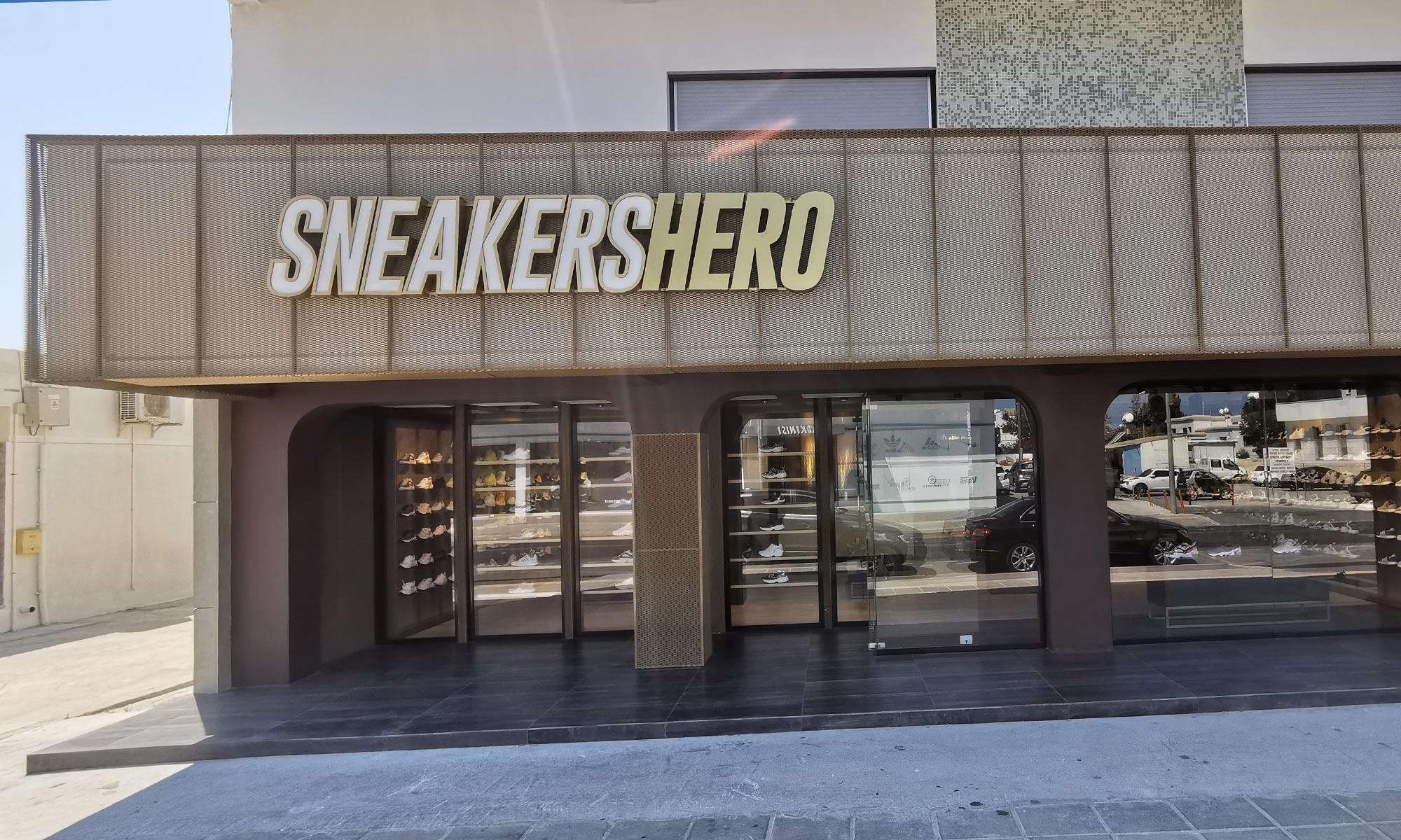 https://www.atelierzoz.com/wp-content/uploads/2020/03/works_atelierzoz_sneakershero-paralimni-3.jpg